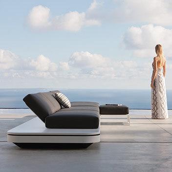 Manutti Outdoormöbel - elegantes schwarzes Sofa