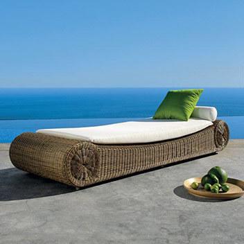 Manutti Terrassenmöbel - elegante weiße Rattanliege