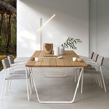 Manutti - elegante Tische und Stühle für Garten und Terrasse